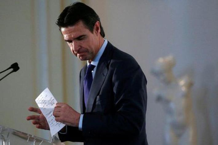 Renuncia ministro de Industria de España