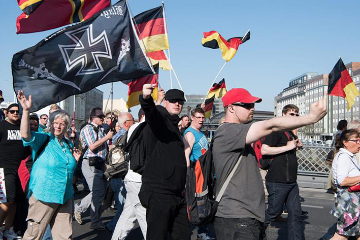 Neonazis protestan en  Berlín contra Merkel