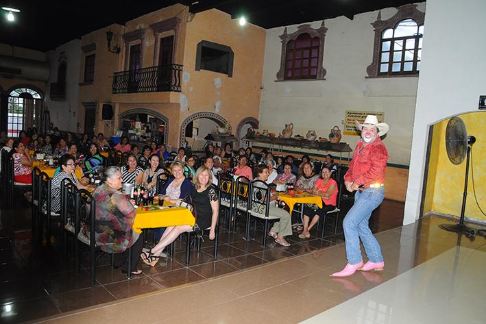 """Festejan en grande a 100 Madres lectoras del TIEMPO En salón: """"Balcones  Don Triny"""""""