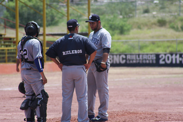 Yankees divide con Rieleros