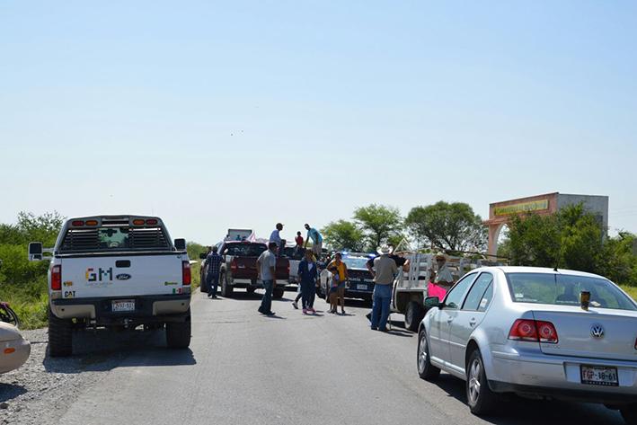 Bloquean ejidatarios  Carretera Estatal 24