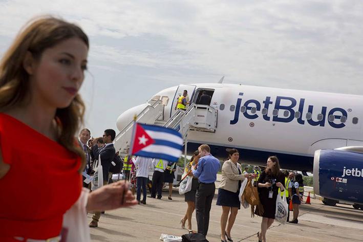 Arriba histórico vuelo comercial EU-Cuba
