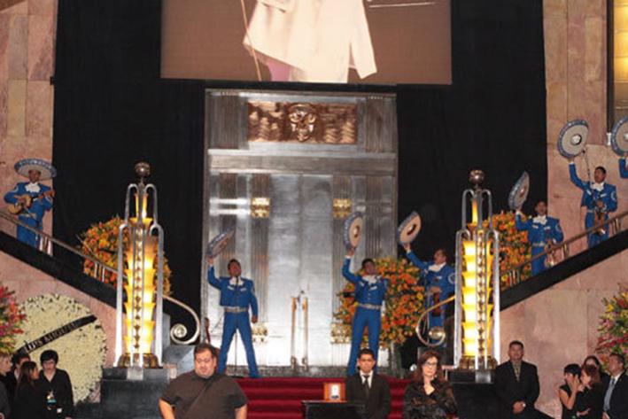 Coro de Bellas Artes dedica tema de Verdi a Juan Gabriel