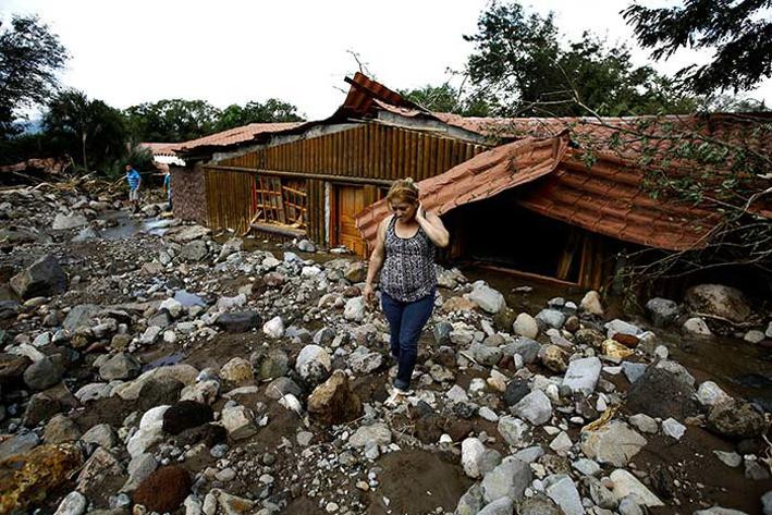 10 muertos y severos  daños por huracán 'Otto'