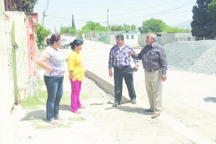 Solicitan apoyo al Municipio para nivelar banquetas