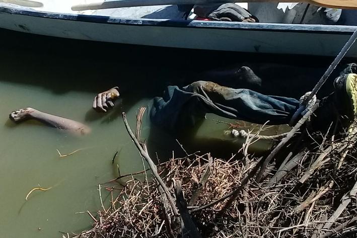 Hallan cadáver en aguas negras