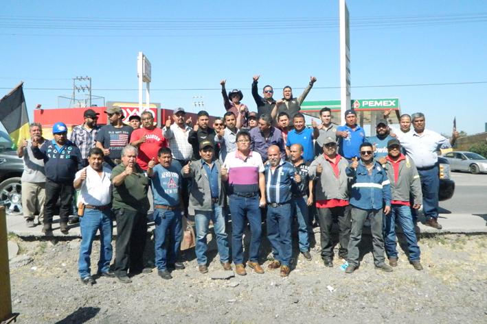 Apoyan con caravana a Patricio Quintero