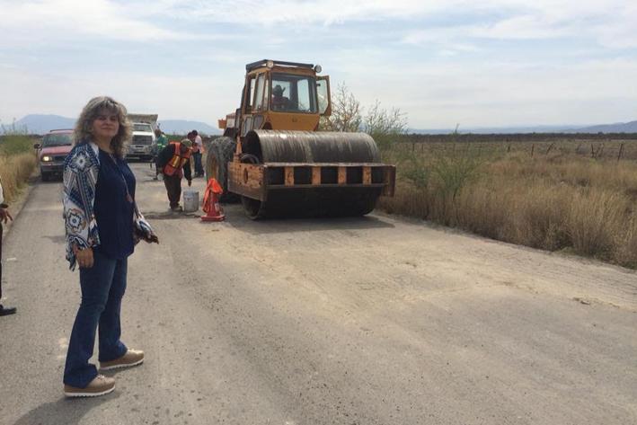 Rehabilita Gladys carretera a San Blas