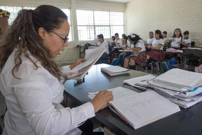 Seleccionan mil 872 docentes para evaluación
