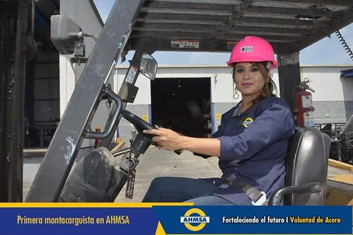Lourdes Chávez, la primera montacarguista en AHMSA