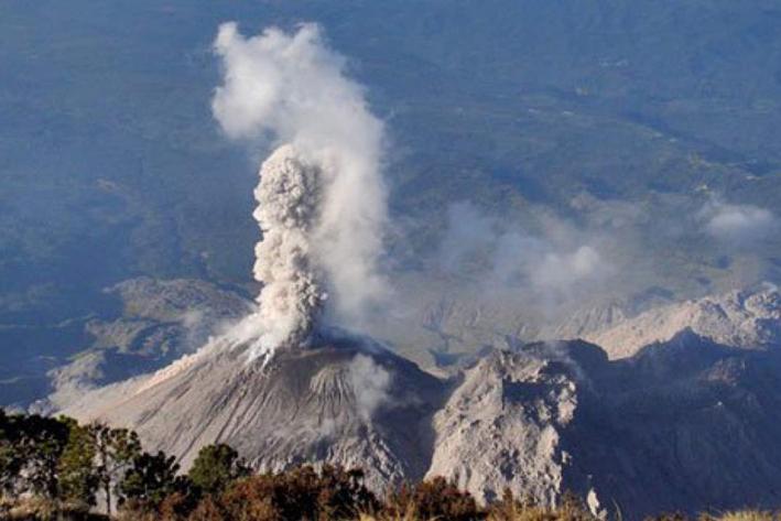 Alertan por descenso de lahar de volcán