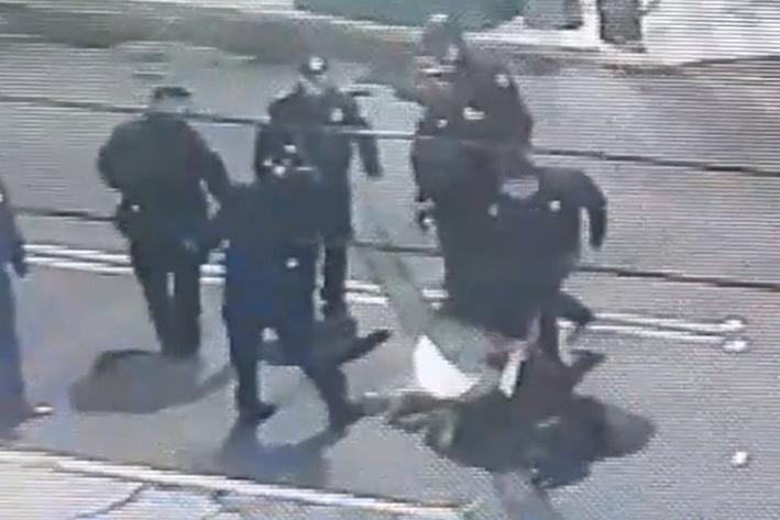 Video capta golpiza a reportero de Reforma y a su esposa