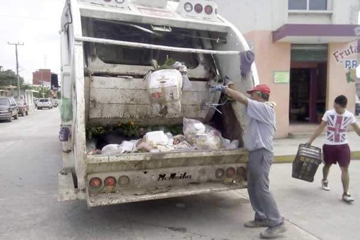 Solicita Limpieza un camión recolector