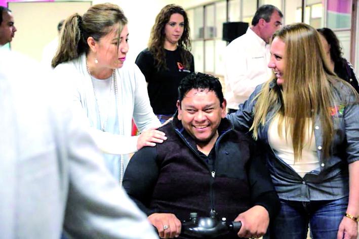 Brindan terapias a personas con y sin discapacidad