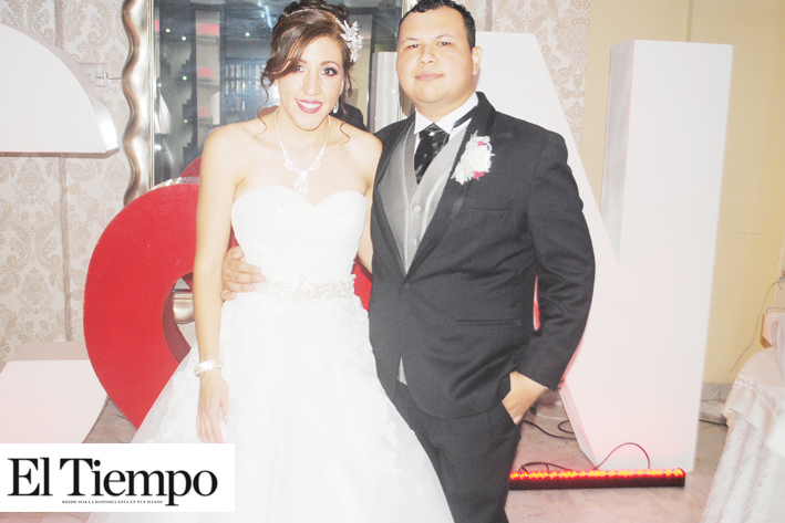 José Carlos & Ixamara Sellan su amor