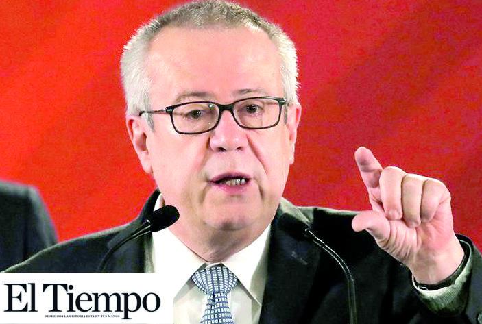 Carlos Urzúa espera que calificadoras no rebajen aún más la nota crediticia de Pemex