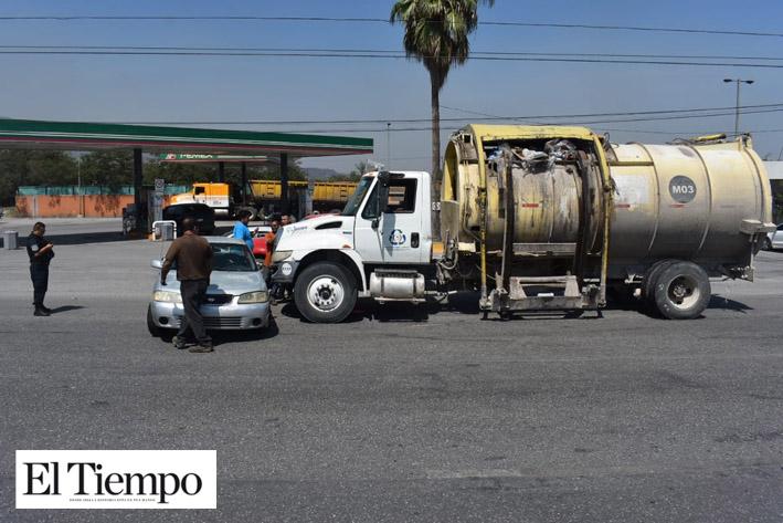 Causa choque el camión de basura