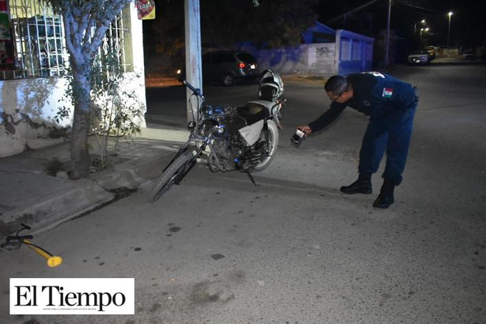 Cafre derriba a motociclista