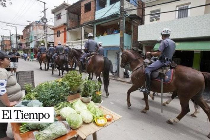 Persecución policíaca en fiesta en favela de Brasil provoca 'manada', nueve mueren pisoteados