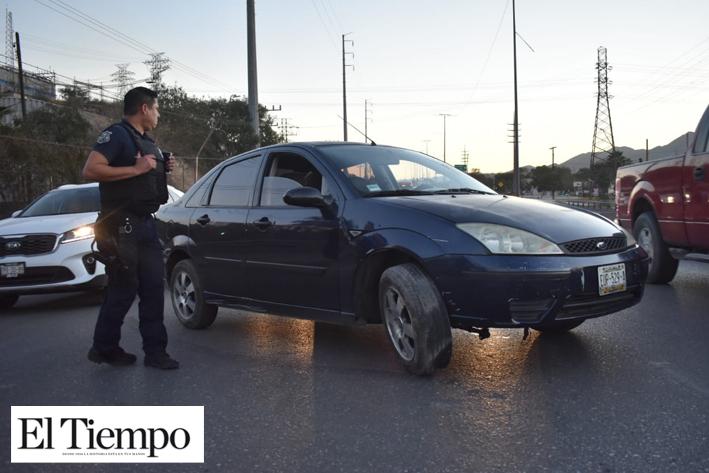 INEXPERTO CONDUCTOR CHOCA EN EL PUENTE