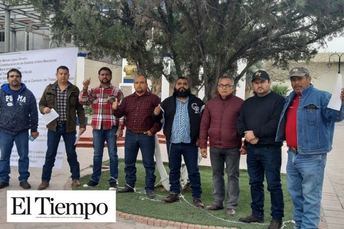 Se encadenan obreros despedidos de AHMSA