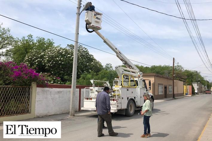 Supervisan el cambio y  reposición de lámparas