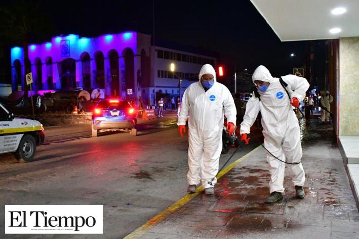 Sanitizan calles de Monclova