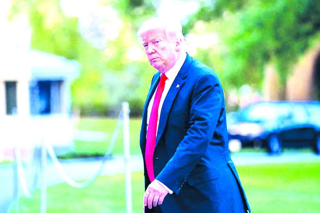 Llega Trump a su punto más bajo de aprobación