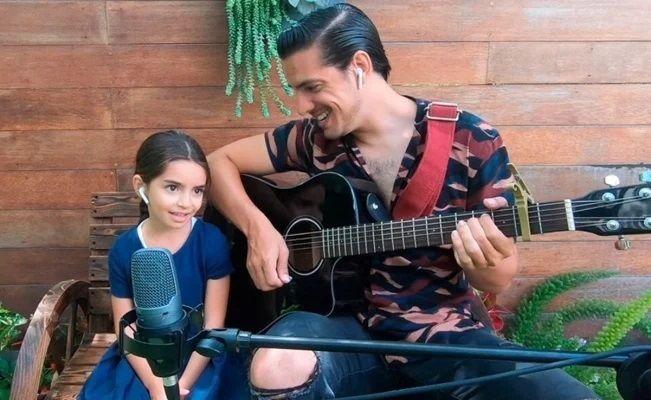 Vadhir Derbez y Aitana enternecen con dueto musical