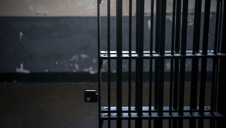 Se suicida detenido