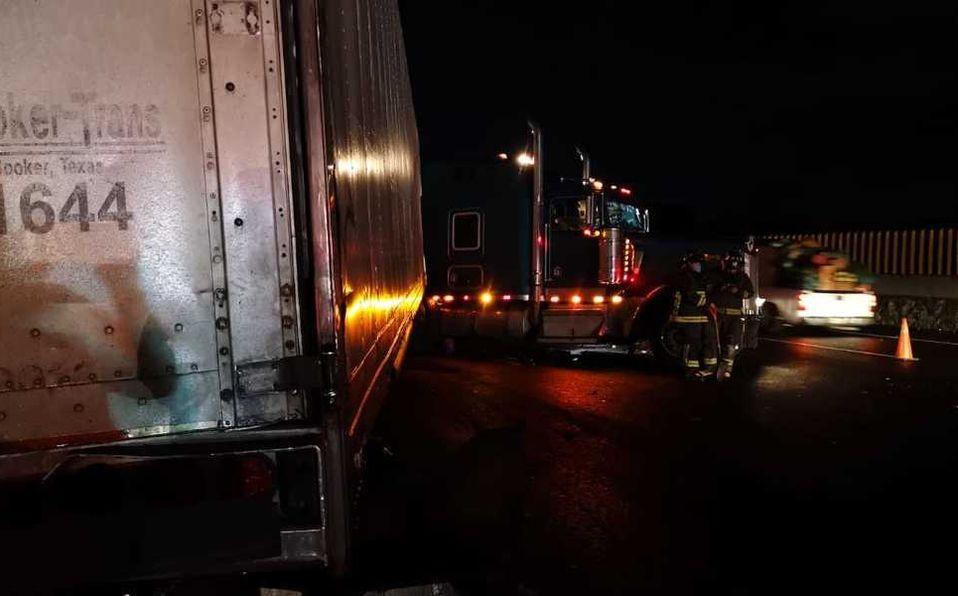 Volcadura genera caos vial en la carretera México-Puebla