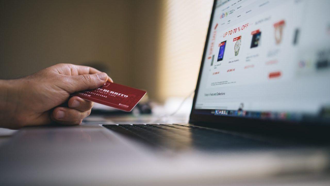 Mexicanos destinan 2,500 pesos a compras en línea durante pandemia
