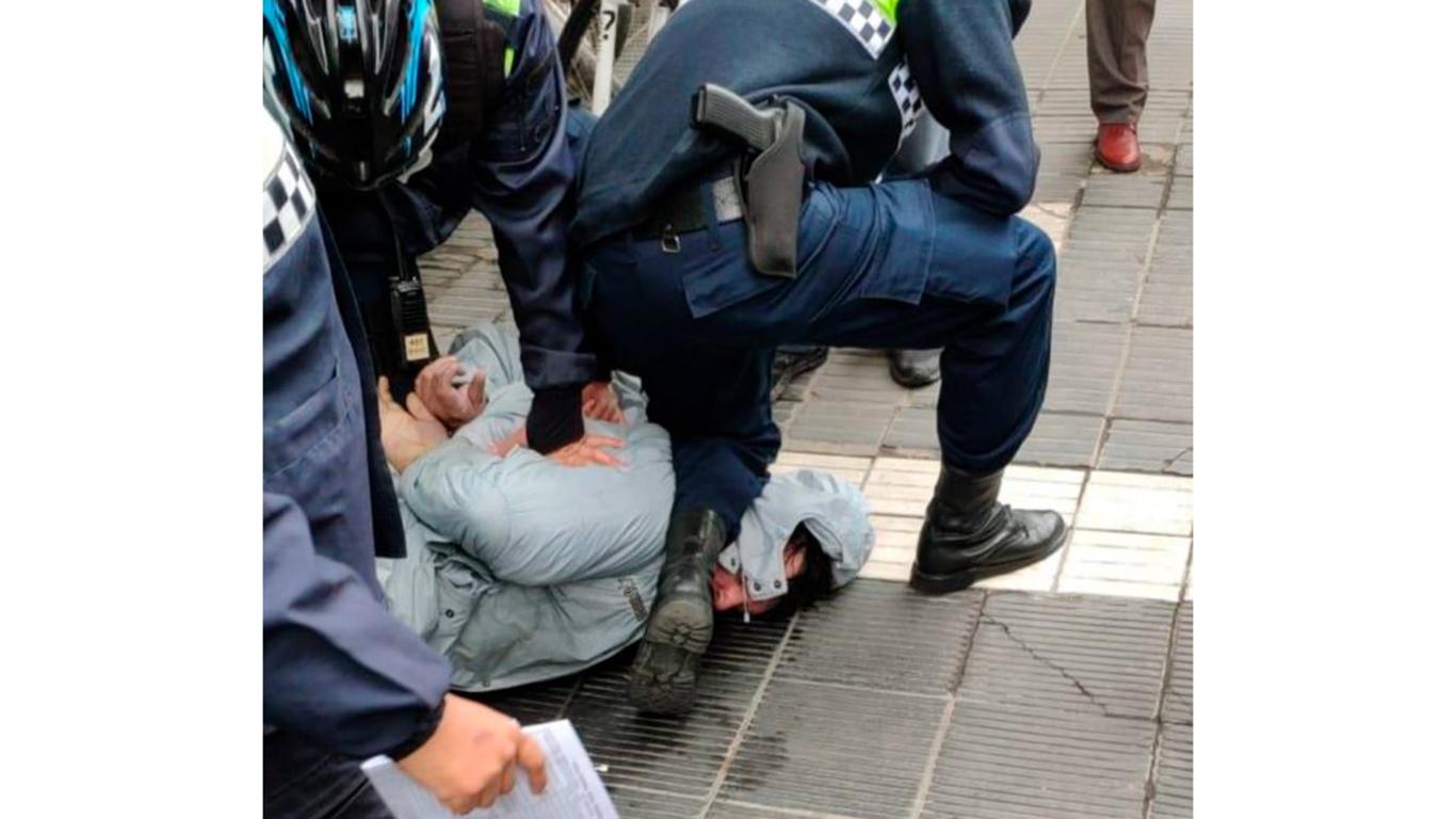 Muere Argentino asfixiado como George Floyd