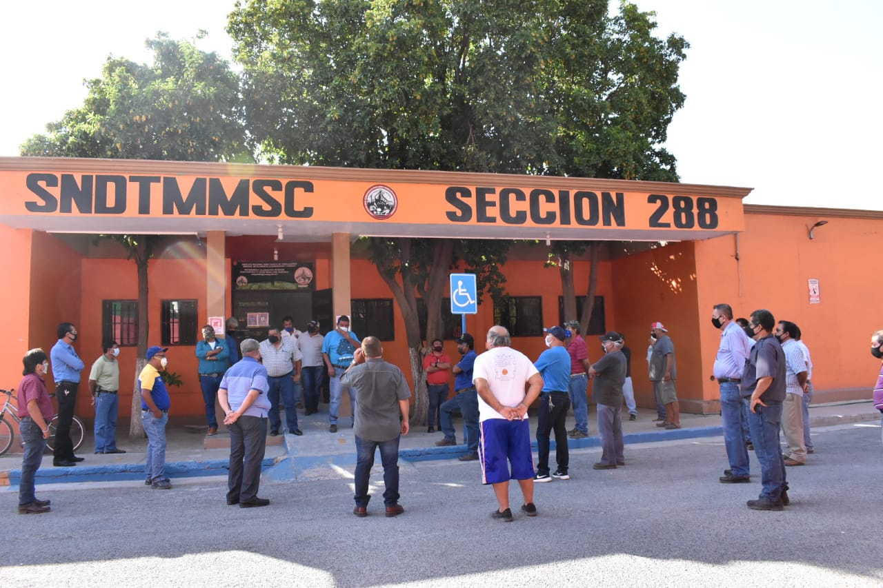 Ex obreros como de AHMSA comienzan a recibir sus finiquitos