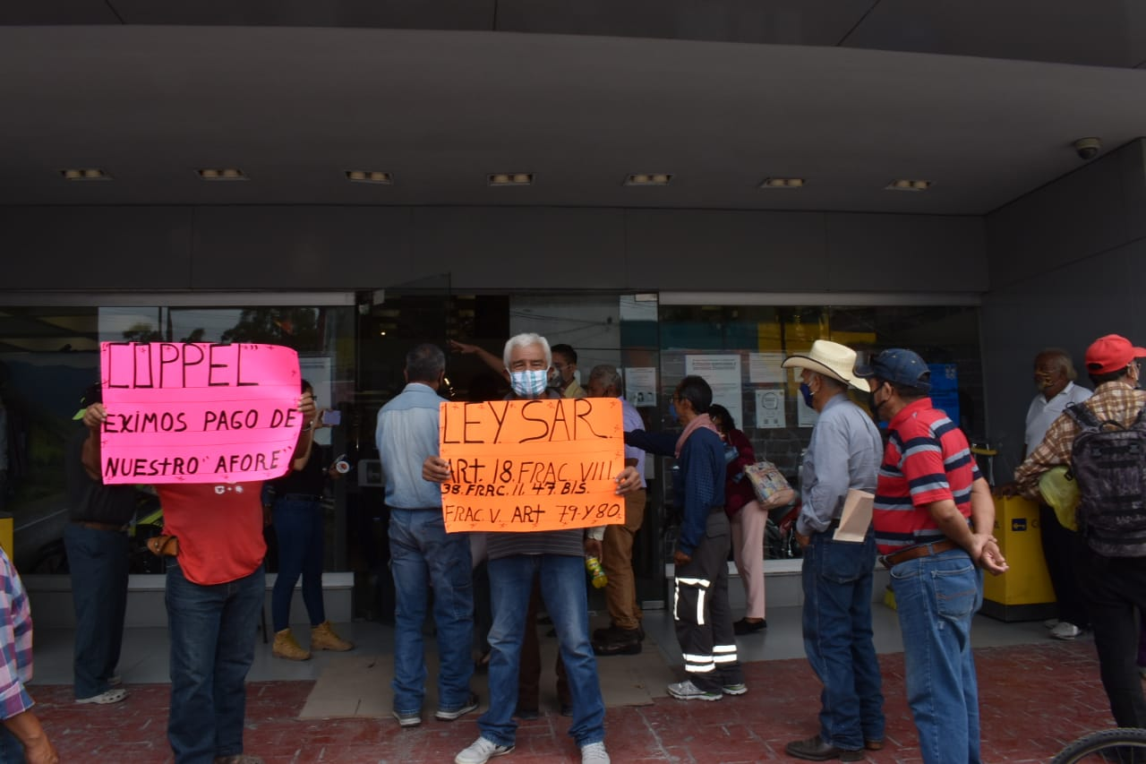 Protestan contra fraudes de Afore Coppel