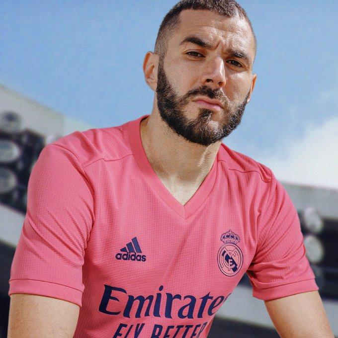 El Real Madrid presento su uniforme de visita