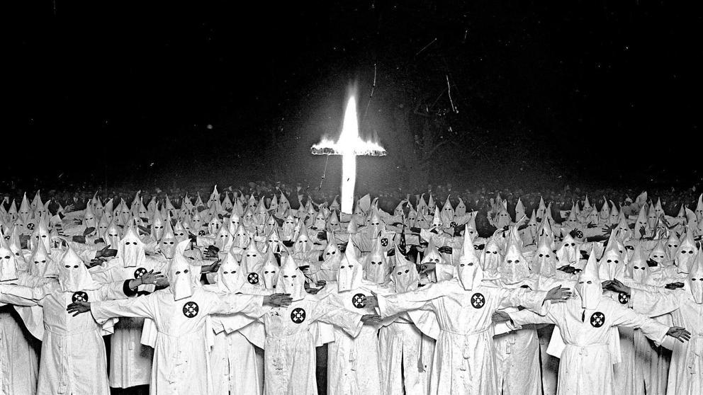 Twitter sigue en contra del discurso de odio, cancela cuenta de ex líder del Ku Klux Klan