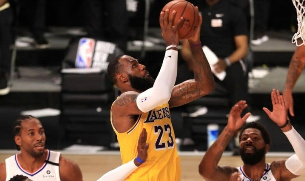 Lakers supera a Clippers 103-101
