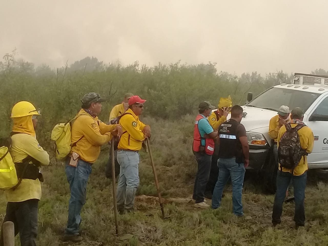 Rayo incendia pastizales en Ejido de Ciénegas
