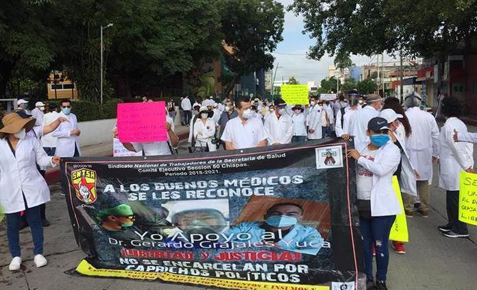 Trasladan de emergencia al hospital al doctor Grajales Yuca