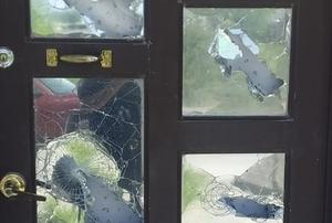 Agresivo sujeto causa destrozos en carro y vivienda de su ex pareja en Monclova