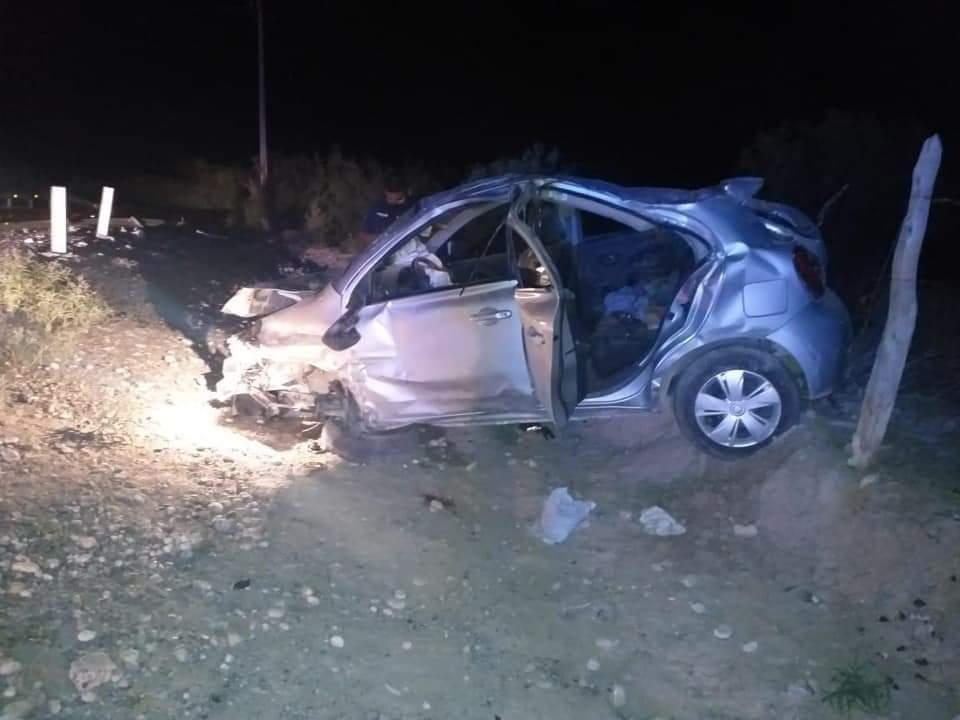Muere joven en volcadura; dos más resultaron heridos