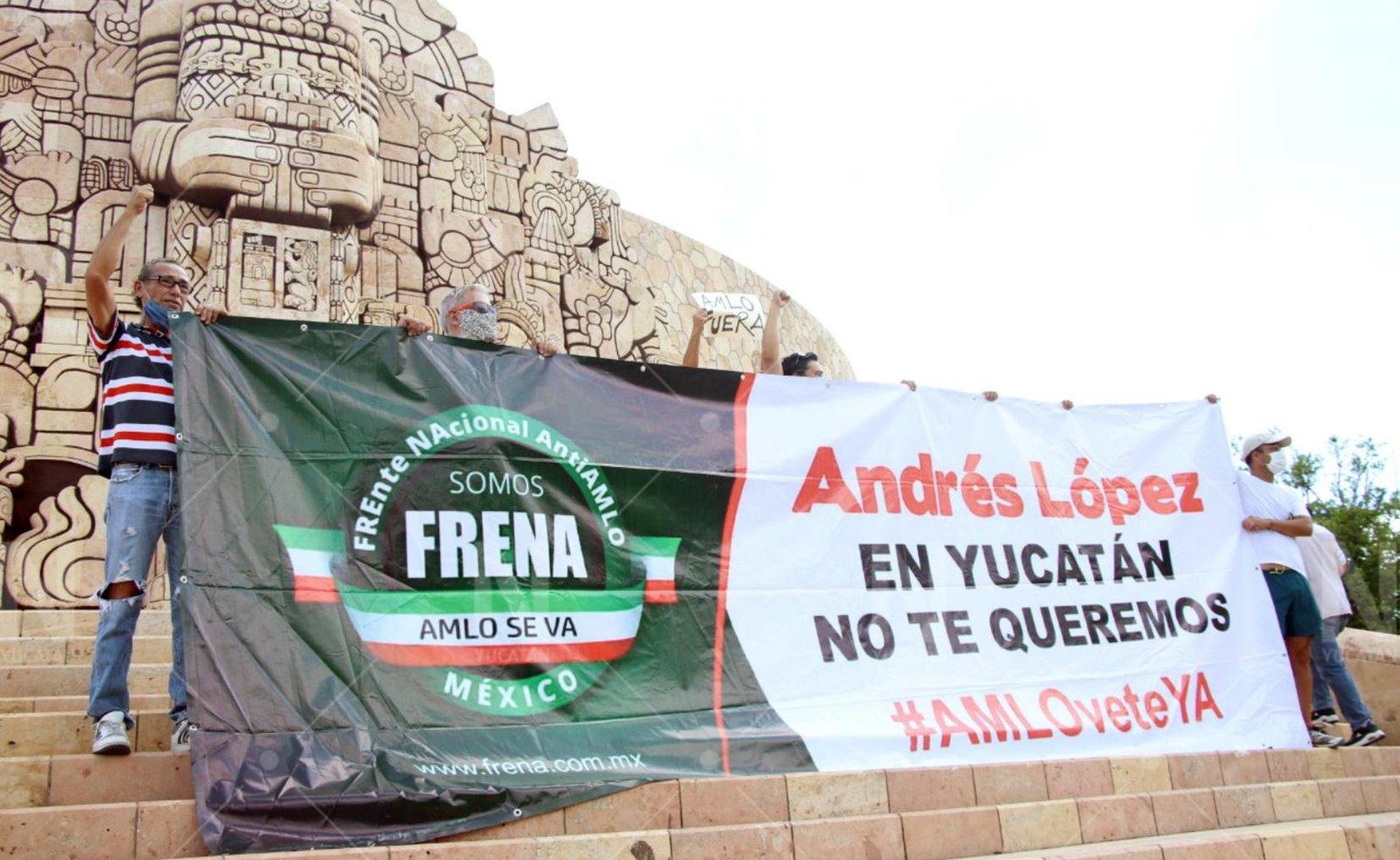 """FRENA realiza primera """"toma"""" contra AMLO en plaza de Mérida"""