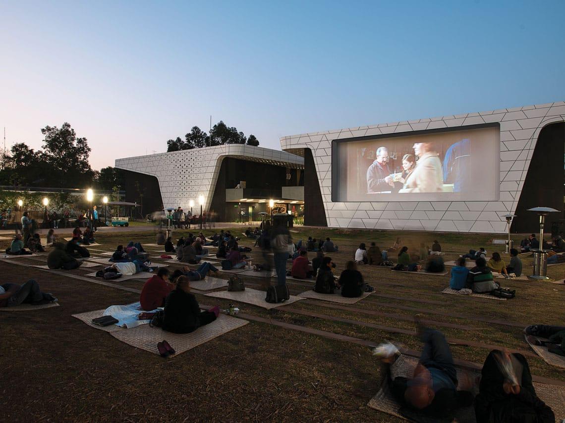 Es un respiro en la pandemia ir al Cine al aire libre