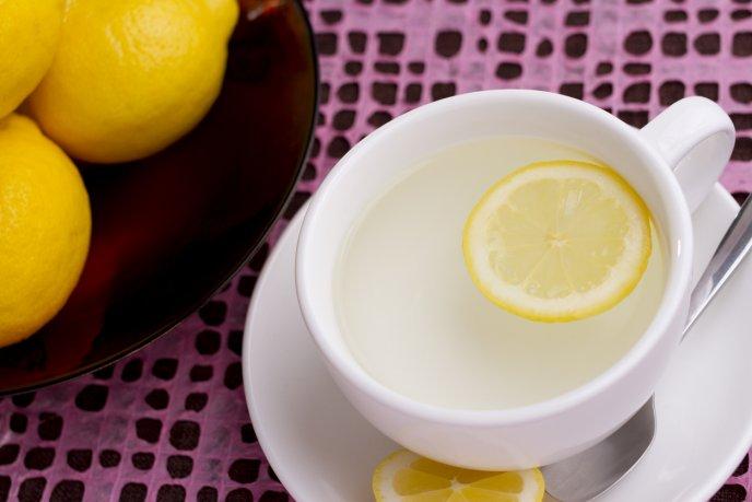 ¿Para que sirve el agua caliente con limón?