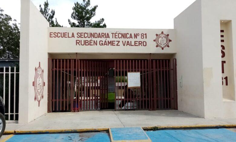 Estudiantes de colegios a escuelas públicas