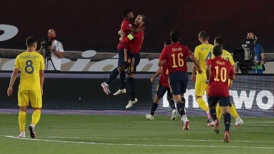 España golea a Ucrania