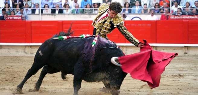Madrid prohíbe los toros, entre medidas para frenar la expansión de COVID-19