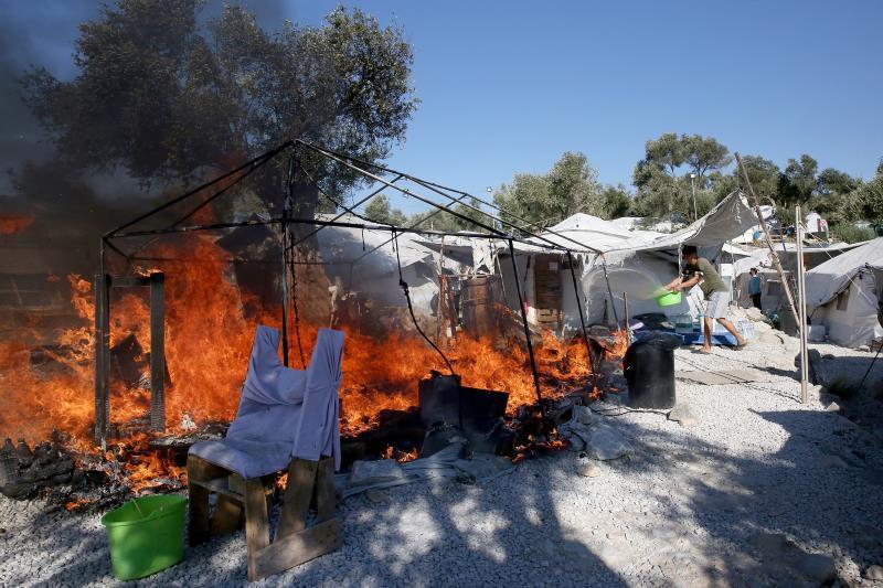 Estallan nuevos incendios en el campo de Moria