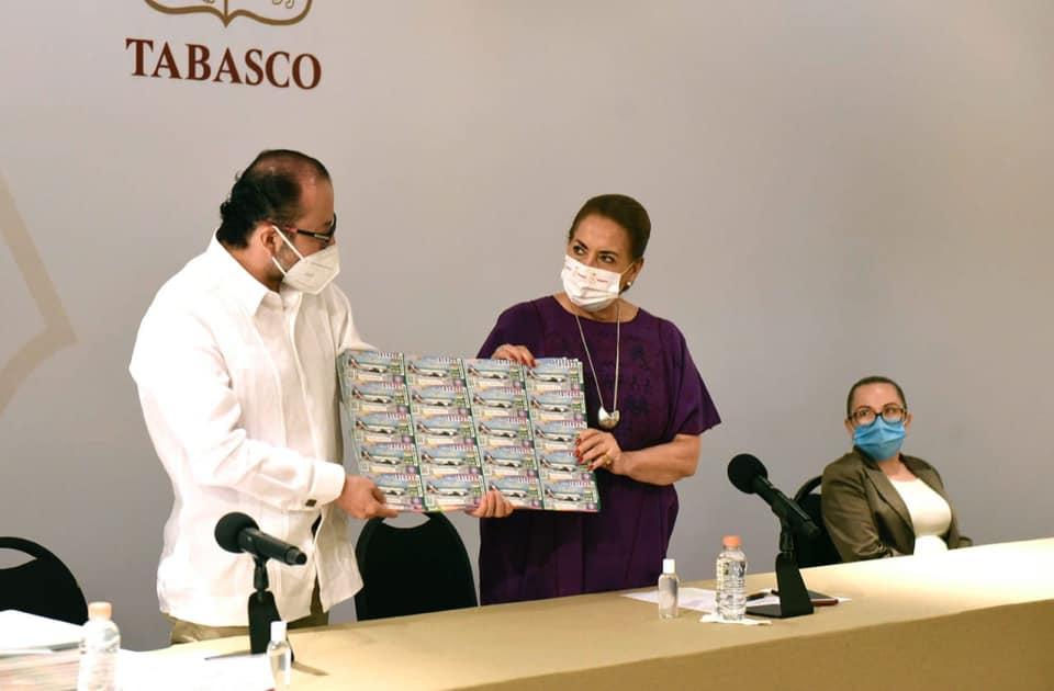 Reciben 46 hospitales de Veracruz 'cachitos' para rifa de avión